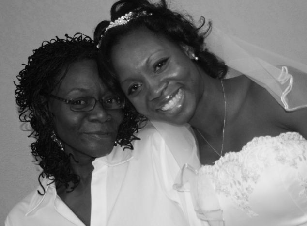 mother and daughter on daugther's wedding day